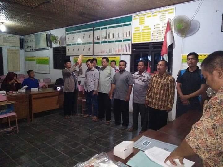 Pelantikan Ketua dan Anggota KPPS Desa Kejambon untuk Pilgub Jateng Tahun 2018